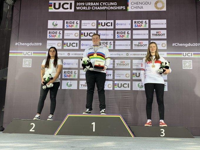 chicas podium
